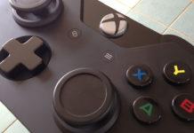 Xbox One: Handgemachter Game Controller-Tisch